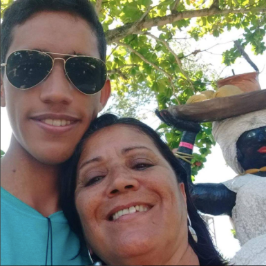 João Gomes e sua mãe, Silvéria Silva