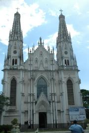 foto externa da Catedral de Vitoria