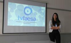 Thays Franco apresentando o projeto agência experimental de Jornalismo Tv Faesa