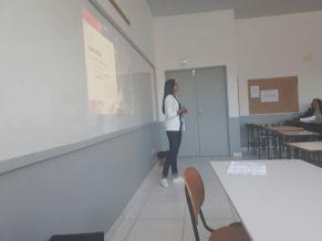 Alice apresentando seu projeto de campanha publicitária Lugar de diversidade, lugar de história