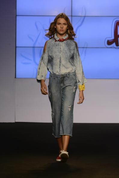 Para meninas, também looks total jeans (Foto: Cloves Louzada)