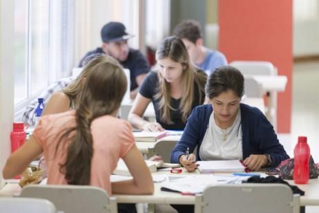 Área das mesas para estudos / Foto: site oficial da Faesa