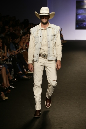 Total jeans claro da Buphallo's (Foto: Cloves Louzada)