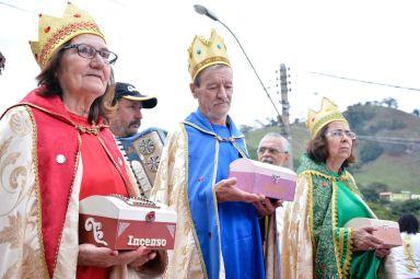 Idosos vestidos de Reis Magos / Foto: Daniel Masaroni