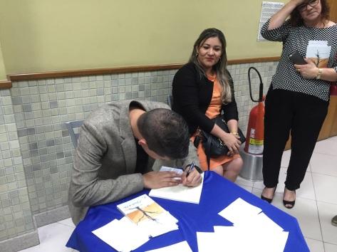 Autografos no fim do evento.jpg
