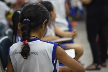 Crianças da Escola Municipal Padre Anchieta participando do projeto Lumiar: a fotografia unindo gerações / Foto: Aline dos Passos