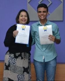 Aluno Matheus Metzker e professora Juliana Dos Santos