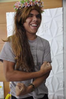 O aluno de Jornalismo, Raphael Pardin se divertiu com a dinâmica dos alunos de Moda / Foto: Pollyana Cuel