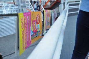 Varal de livros/foto: Mylena Valim