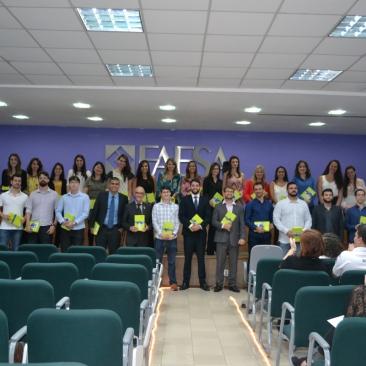Alunos que realizaram o exame do ENADE durante a cerimônia de celebração à nota alcançada / Foto: FAESA