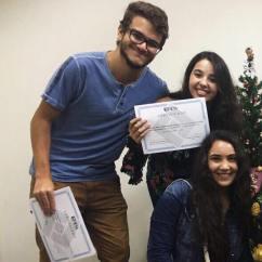 O aluno Caio Soares Thomas com o Certificado da Jornada Científica de 2017 / Foto: Acervo pessoal