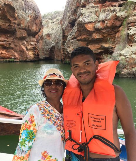 Luan e sua mãe, Penha, nos Canyons do Xingó, em Sergipe / Foto: arquivo pessoal
