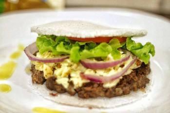 Imagem de um hambúrguer feito de tapioca pela empresa.