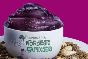 Imagem de um açaí no pote com o logo da Tapiocaria Nordeste Capixaba
