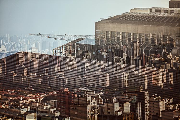 Fotografia da exposição fotográfica Virtualidades Urbanas, de Felipe Raizer, em Lisboa, Portugal