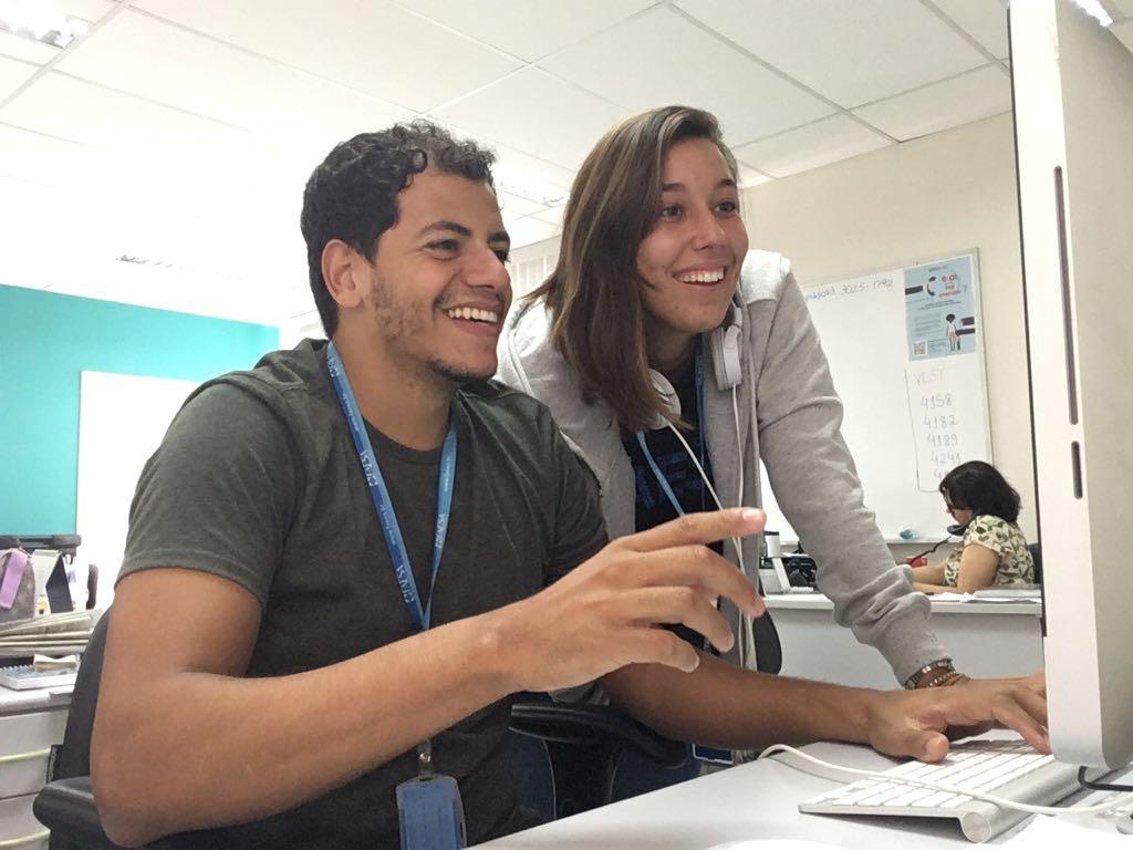 Helber Lopes e Cristiane Rubim exercendo seus trabalhos na FAESA
