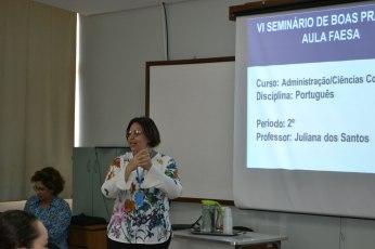 Professora do curso de Administração/Ciências Contábeis e Jornalismo em apresentação no seminário de Boas Vindas.