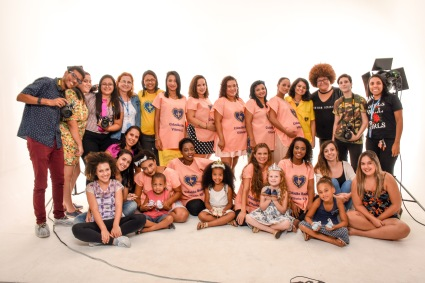 gestantes, crianças e equipe de fotografia