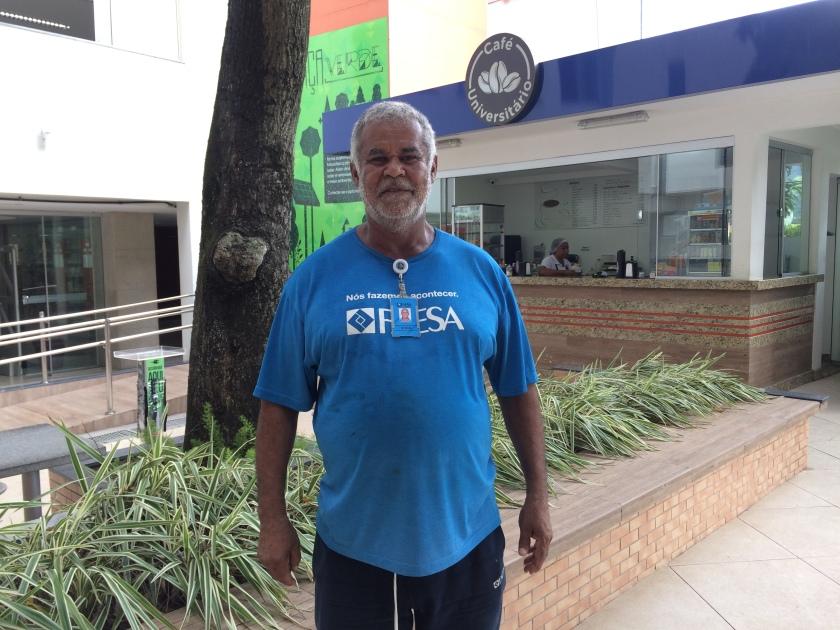 imagem ilustrando o funcionário Jeferson Martins Lopes em seu ambiente de trabalho