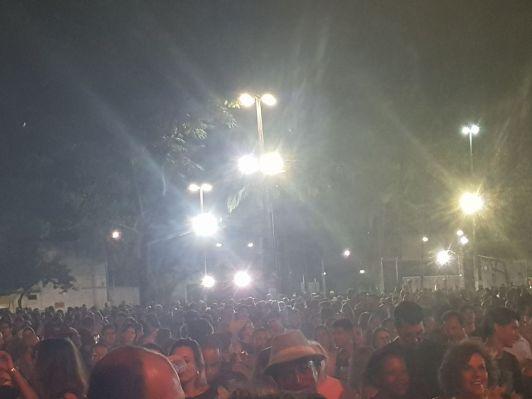 Multidão presente