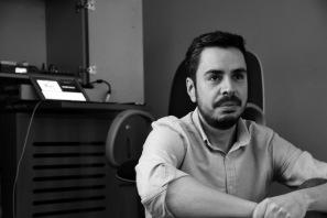 homem, foto em preto e branco