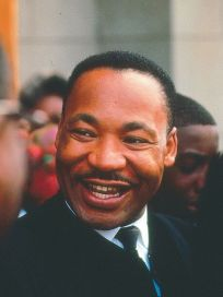 rosto sorridente de Martin Luther King