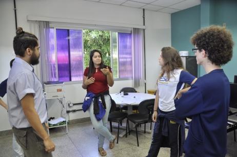 Alunos de Ensino Médio visitam a redação da TV Faesa.