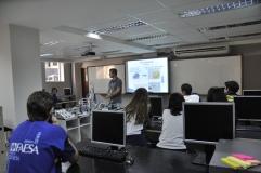 Alunos da Escola São Domingos visitam o laboratório de Engenharia da FAESA
