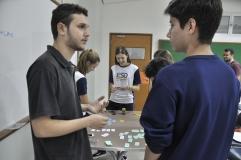 Monitor de Psicologia (Anjo FAESA) em conversa com aluno da ESD