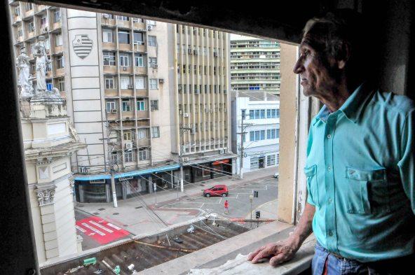 Gilberto Campos Ribeiro, 66, pedreiro desempregado, ocupante do 3º andar do antigo predio do IAPI / Foto: Zanete Dadalto