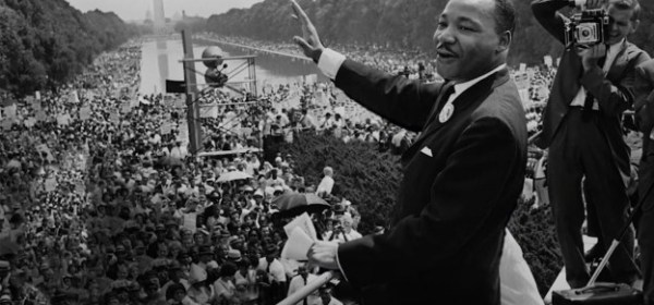 martin luther king faz discurso para multidão
