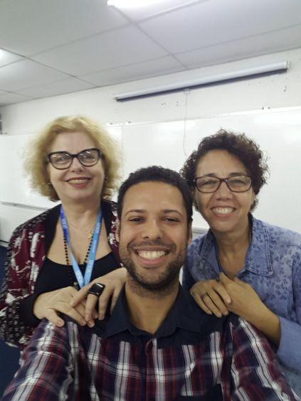 Ex-aluno da FAESA com as professoras Emília Manente e Ana Meneguelli