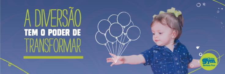 Banner promocional desenvolvido pelos alunos do grupo. O banner apresenta uma criança com balões desenhados e a mensagem