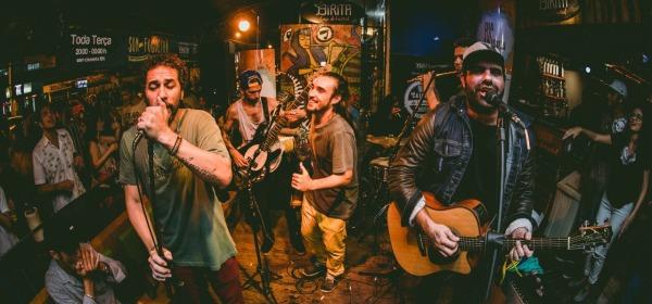 músicos tocando no evento da Rua da Lama