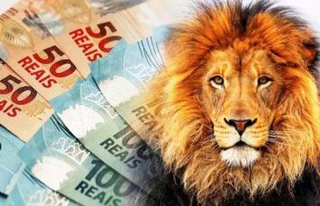 um leão e dinheiro