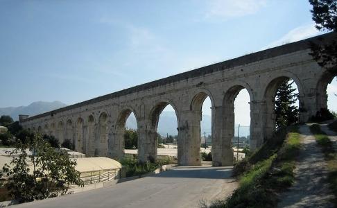 ville_split_-_palais_diocletien_035_(aqueduc).jpg