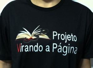 Foto da camiseta do projeto Virando a Página