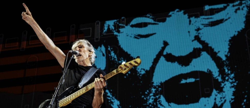 Roger Waters durante show com imagem do presidente americano Donal Trump ao fundo. / Imagem: Getty Images