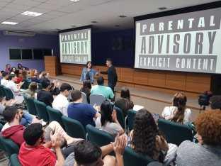 Aluna de Publicidade apresenta o publicitário Eduardo Marques