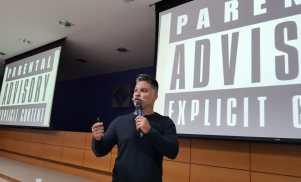 Um dos publicitários mais criativos do mundo, Dudu Marques, em apresentação de palestra