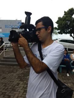 Aluno filmando os eventos / Foto: Mirella Bravo