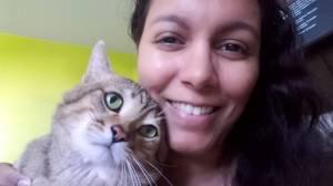 Danielle e seu gato Hugo