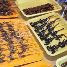 Espetinhos de escorpião. / Foto: Google