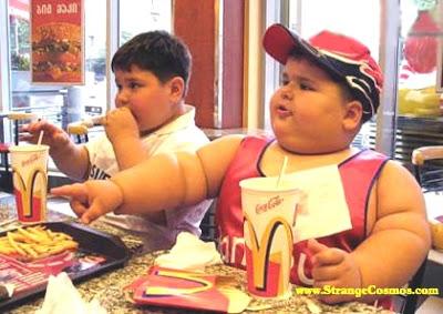 Criança norte-americana tendo o que comer./ Foto: Mc Donald´s