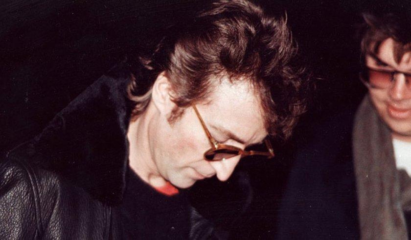 Paul Goresh - Foto John Lennon dando um autógrafo para Mark Chapman