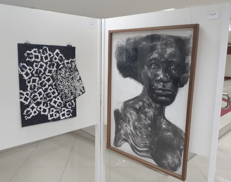 Obra Imagemmantra de Luciano Cardoso, e Torções de Luciano Feijão (respectivamente)