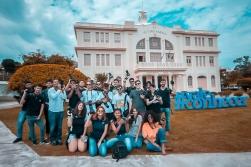 Exterior do Museu Vale e os alunos da turma 2M2 / Foto: Bruno Stefano