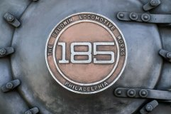 Parte frontal em foco para a logo do trem em exposição no Museu Vale / Foto: Gabriel Vello