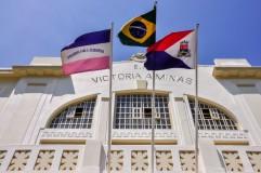 Bandeiras na área externa do Museu Vale / Foto: Ian Santos