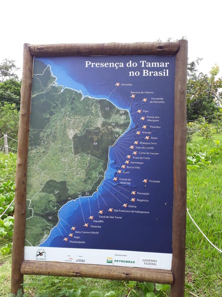 """Placa """"Presença do Tamar no Brasil"""" presente no Tamar em Vitória. Fonte: Daniela Esperandio"""